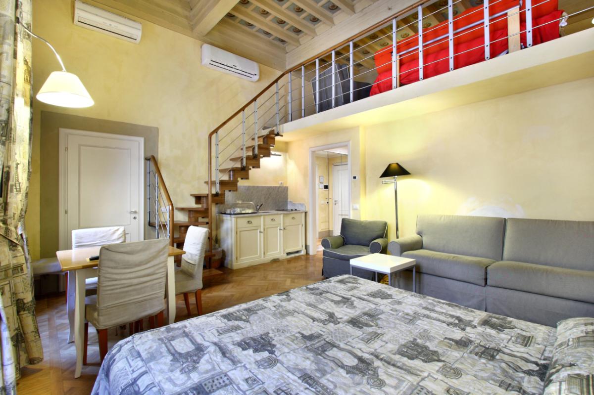 Appartamento studio per 4 persone tra Duomo e museo Accademia 02