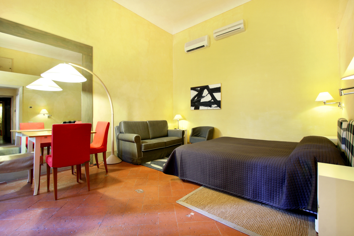 studio apart 2 persons between Accademia and Duomo